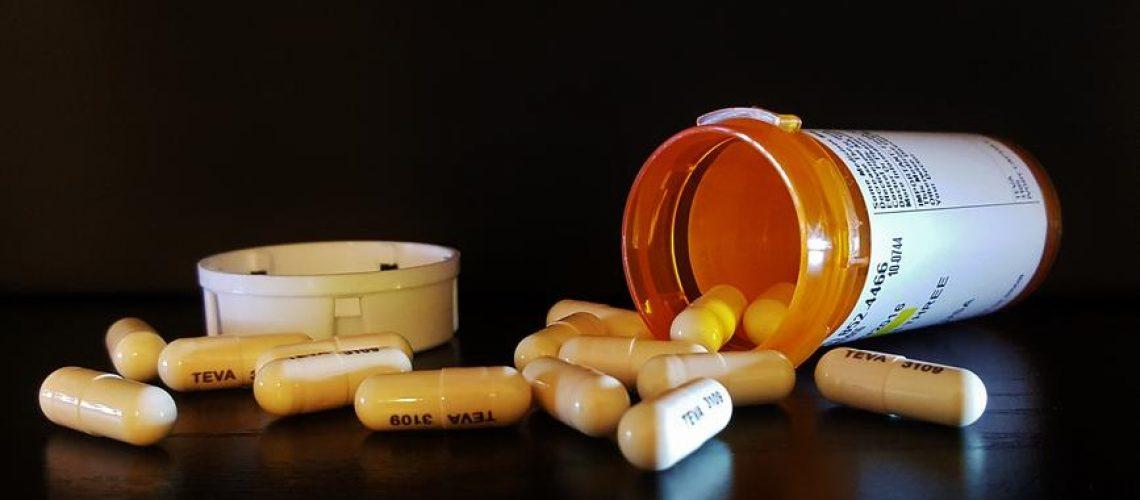 pills-amoxicillin-capsules-1190217